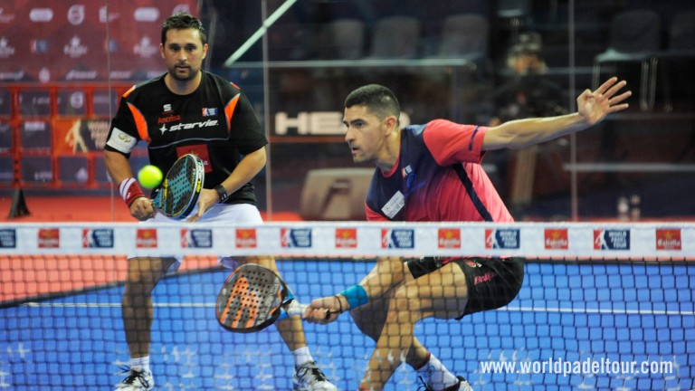 Mati and Maxi rediscover their form: high calibre padel to reach the semis